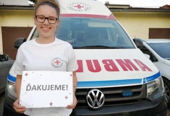 Sanitné vozidlo Slovenského Červeného kríža